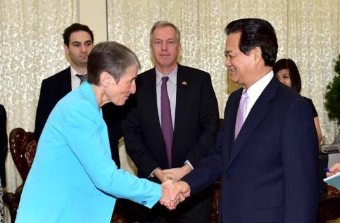 Prime Minister Nguyen Tan Dung received Secretary of the US Department of the Interior Sally Jewell in Hanoi on June 30. Jewell was visiting Vietnam primarily to discuss wildlife trafficking
